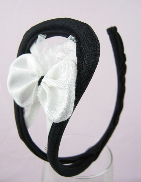 c-string-with-white-bow-cs0332